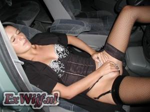 Naakt in de auto
